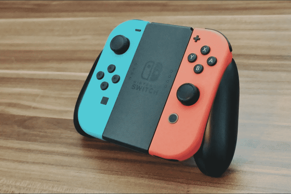 Chargement-manettes-Switch_Joycons-grip